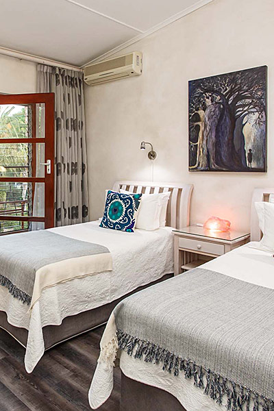 Miles Guest House Twin Bedroom